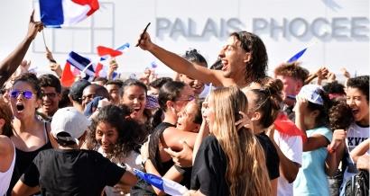 En images: la victoire des Bleus depuis la Fan Zone de Marseille