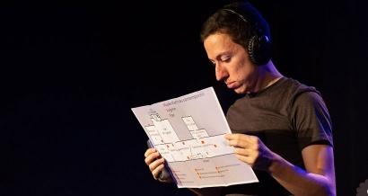 Mathieu Oliver, pliant au OFF d'Avignon