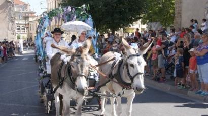 Costumes traditionnels, chars et calèches défilent pour les cavalcades de Roquevaire