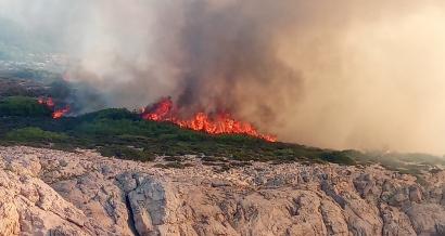 Un incendie ravage plusieurs hectares au coeur du parc national des Calanques