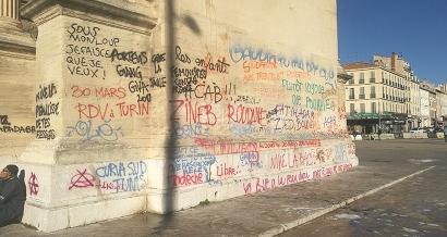 Marseille: Indignation politique après des tags sur l'Arc de Triomphe