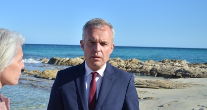 François de Rugy annonce la fin des opérations de nettoyage du pétrole sur les côtes varoises