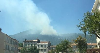 Incendie de forêt sur l'est du Mont Faron à Toulon