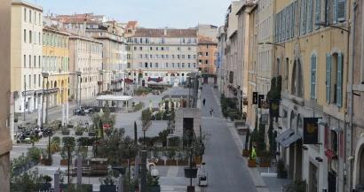 En images: les rues de Marseille vides, la population confinée