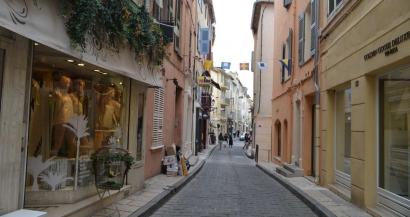 Le port du masque obligatoire en extérieur à Saint Tropez, une première dans le Var