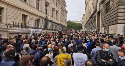Des élus aux syndicats, Olivier Véran fait l'unanimité contre lui dans les Bouches du Rhône