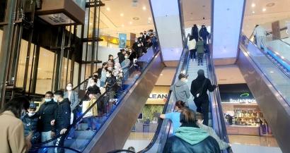 Dernières heures avant le confinement: les centres commerciaux pris d'assaut