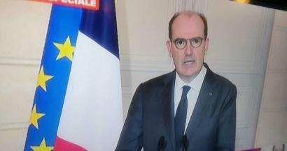 Jean Castex reporte le confinement mais ferme les centres commerciaux et les frontières