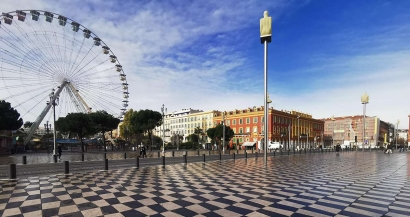 Nice: Pas de carnaval mais des milliers de mimosas et une structure carnavalesque sur la Place Massena