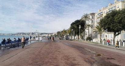Confinement du weekend: la ville de Nice ferme les plages et les promenades du bord de mer