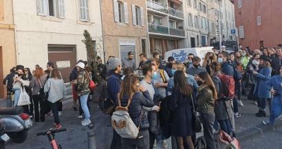 L'interdiction de la consommation d'alcool pour limiter les rassemblements sur la voie publique