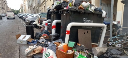 Un véritable ''désastre environnemental'', avec la grève et les pluies des tonnes de déchets vont finir directement dans la mer