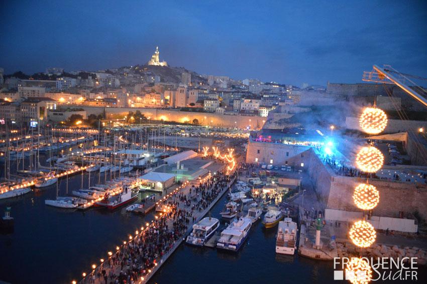Plus de 210000 personnes ce samedi soir sur le vieux port - Distance entre marseille et salon de provence ...