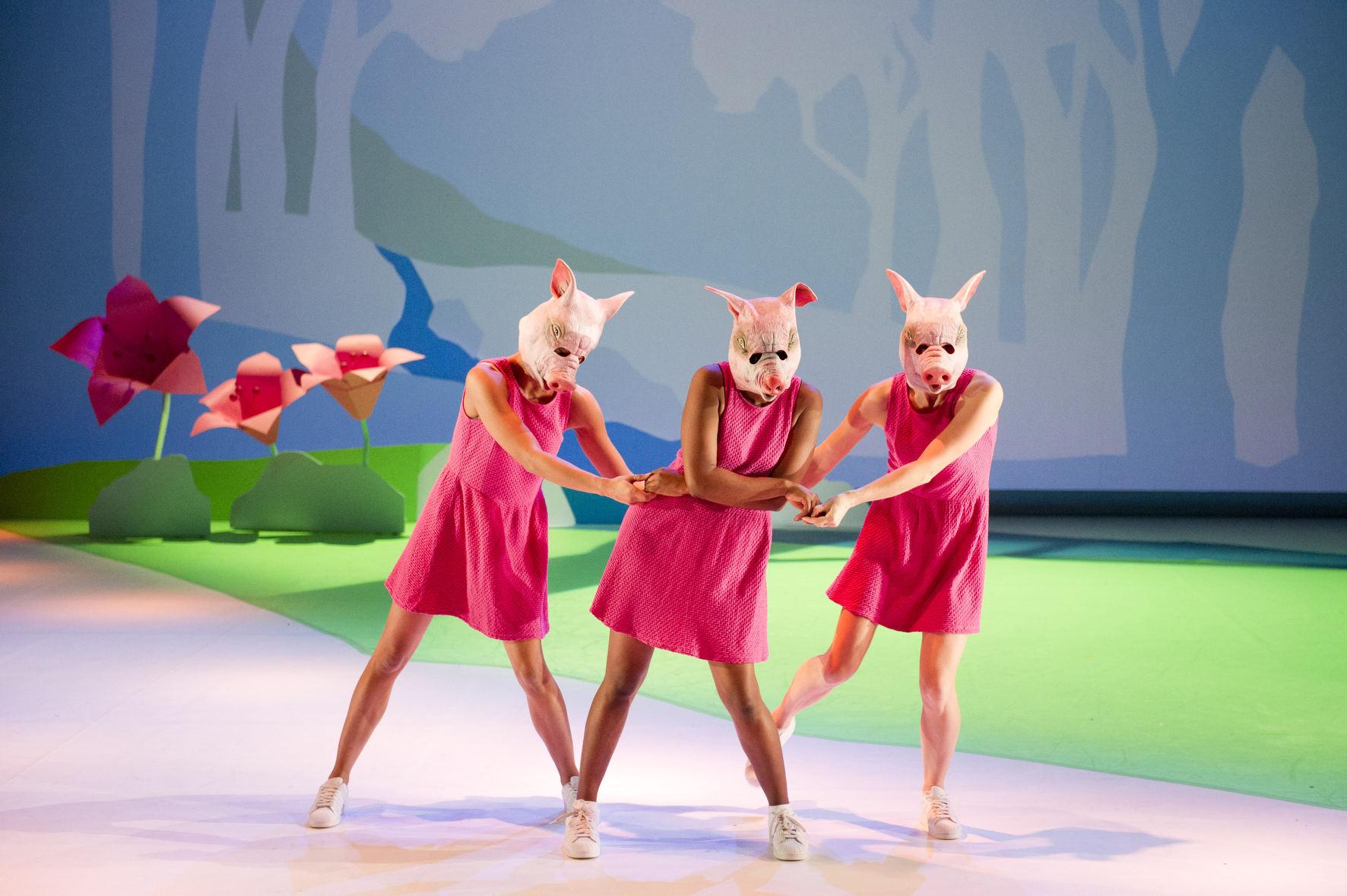Barbe Neige Et Les Sept Petit Cochon Au Bois Dormant - Laura Scozzi Barbe Neige et les Sept Petits Cochons au bois dormant Du 03 02 2015 au 05 02