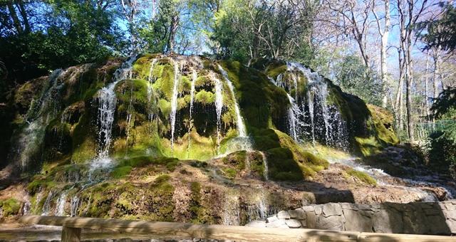 En famille balade dans le parc de saint pons r gion - Office du tourisme des bouches du rhone ...