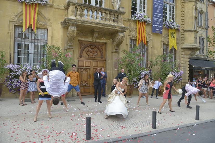Soprano a tourn son clip millionnaire salon de provence for Lcl salon de provence