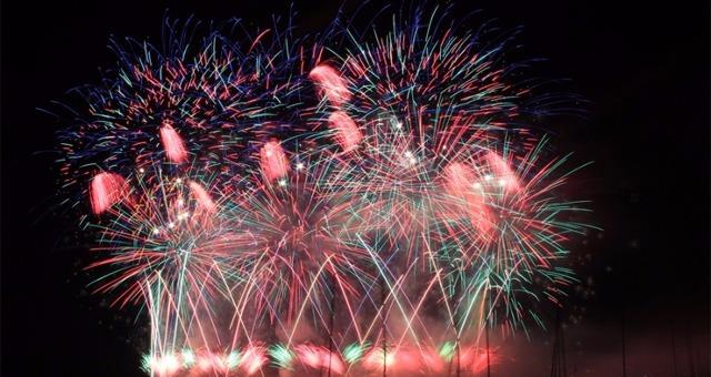 Mistral salon reporte le feu d 39 artifice du 14 juillet for Feu salon de provence