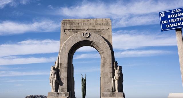 Histoire de statue : le monument aux morts de l'Arm�e d'Orient et des terres lointaines � Marseille