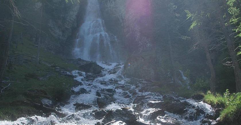 Au frais : D�couverte en images de la cascade de la Pisse � Ceillac