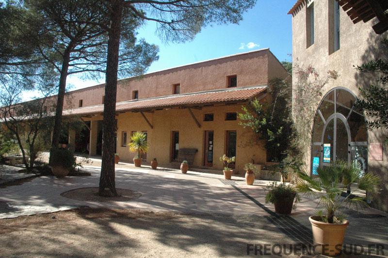 Porquerolles le village et le patrimoine edition mobile for La maison du palmier