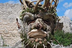 Les Géants d'Arcimboldo par Philip Haas s'invitent au Château des Baux de Provence!